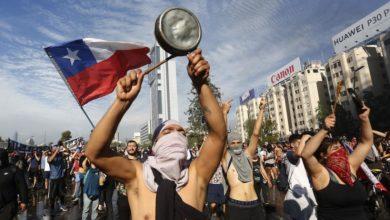 Proteste in Cile. L'epitaffio sulla Costituzione di Pinochet.